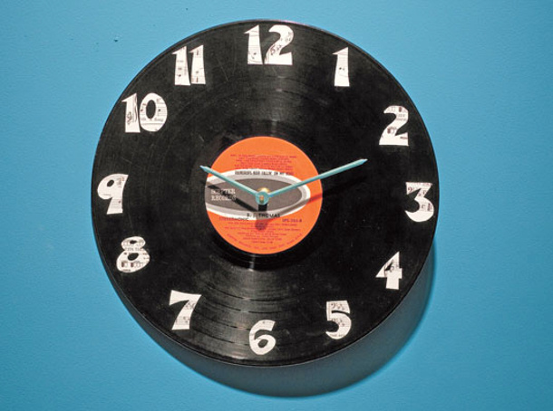 DIY Fathers Day Gift Ideas - Upcycle an old vintage vinyl record into a super cool CLOCK for Dad to put in his office - tutorial via inhabitat