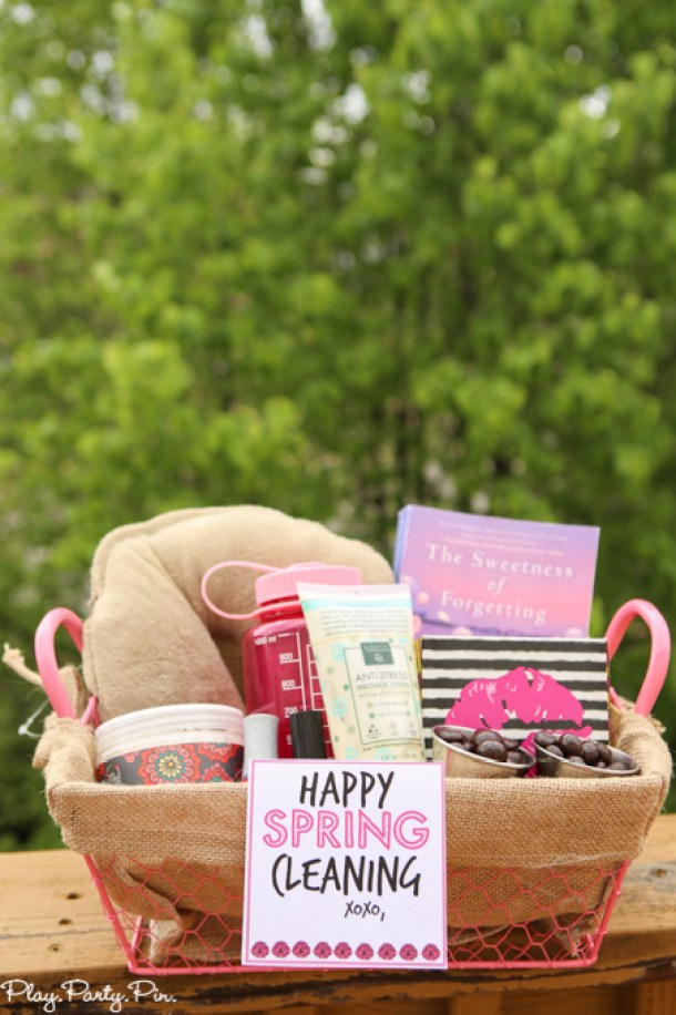 Do it Yourself Gift Basket Ideas for all Occassions - Spring Cleaning Gift Basket Idea and how to put together a gift basket tips via Play Party Plan