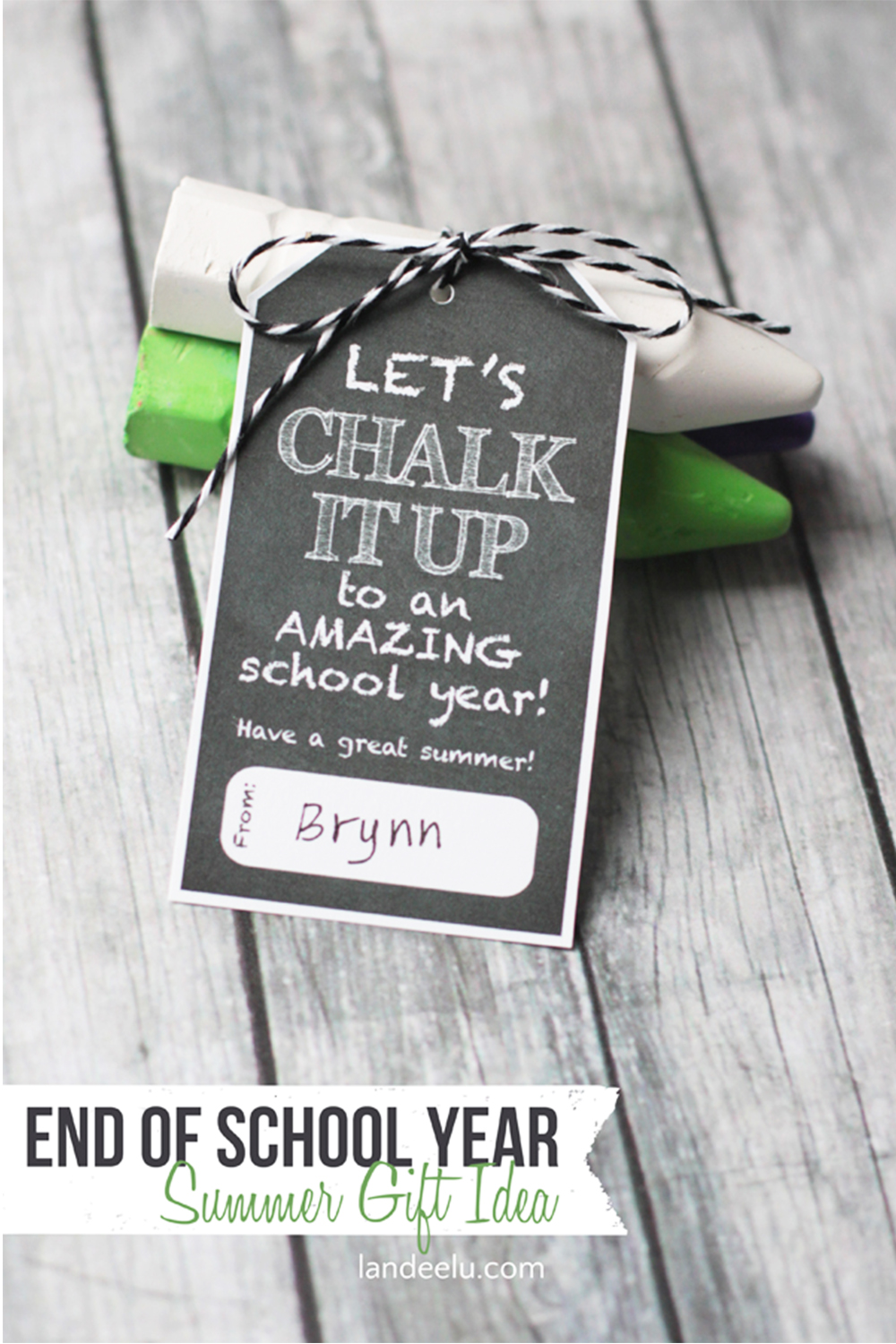 Chalk it Up Summer Gift Idea | landeelu.com Would be so cute for kids to give to classmates or for a teacher to give to students at the end of the year! #giftidea #sidewalkchalk #summer #endofschool