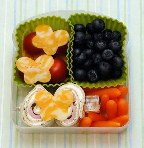 Kidlet Lunch Idea - Cream Cheese and Ham Pinwheels via following in my shoes - Fun Back to School Lunch Recipe