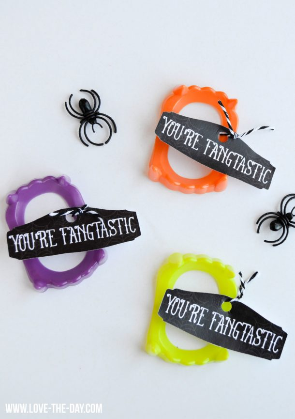 Non-Candy Halloween Snacks and Treats Ideas and Recipes - Plastic Vampire Treats and FREE Printable Tags via Love The Day