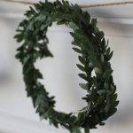 Christmas Craft: DIY Boxwood Wreath Garland