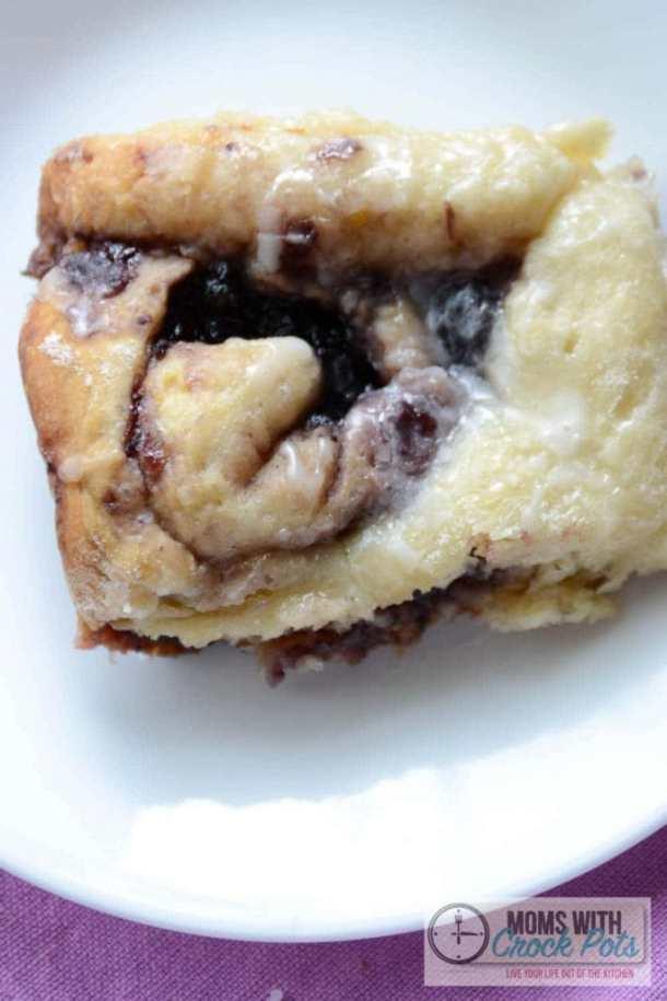 Crockpot Blueberry Cinnamon Rolls | Moms with Crockpots