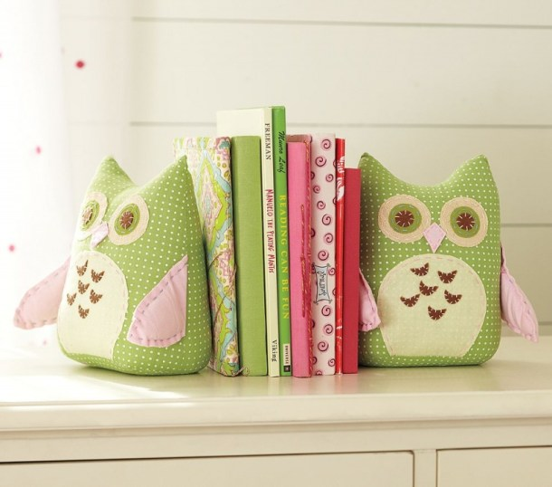 DIY Cute Stuffed Bookends | Shelterness