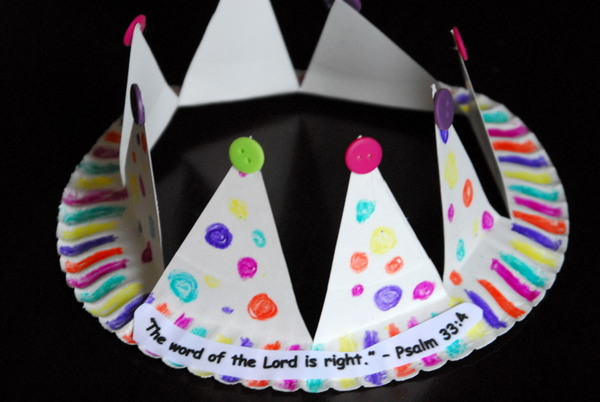 Paper Plate Crowns | Meaningful Mama