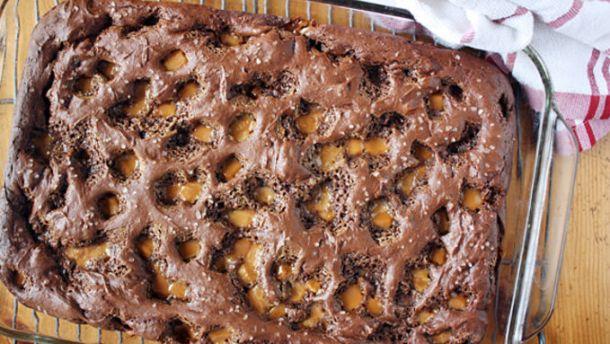 Salted Carmel Chocolate Dump Cake | Tablespoon