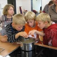 Kochen mit Kindern an der Grundschule in Lindhorst