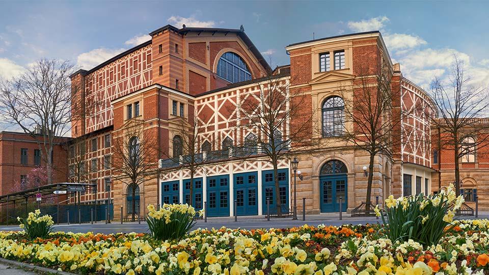 Festspielhaus Bayreuth in einer Außenaufnahme