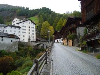 Urige Bergdörfer entlang der Viamala (hier: Splügen)