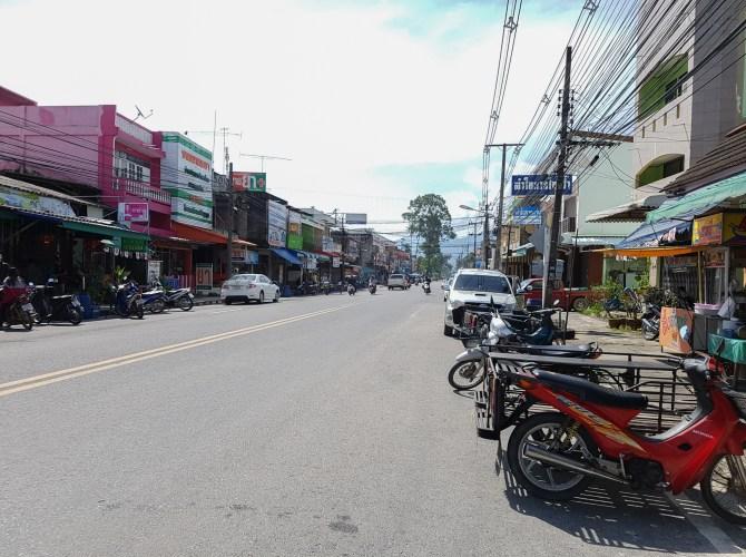 Die Stadt Khanom verläuft entlang der ca 15 km langen Strasse
