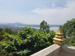 Weiter Blick von hier oben fast bis zur Insel Koh Raet