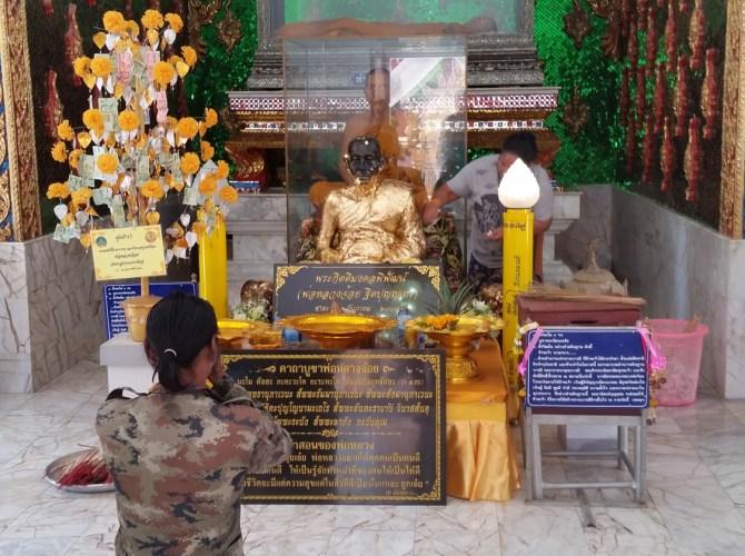 Es ist faszinierend die Thais bei ihren Ritualen zu beobachten