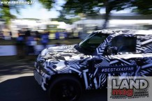 LR_DEFENDER_GOODWOOD_040729_04