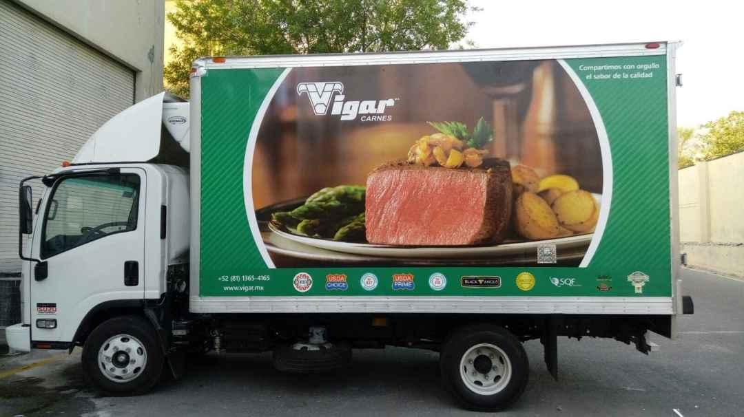 Resultado final con caja de camión ya rotulado