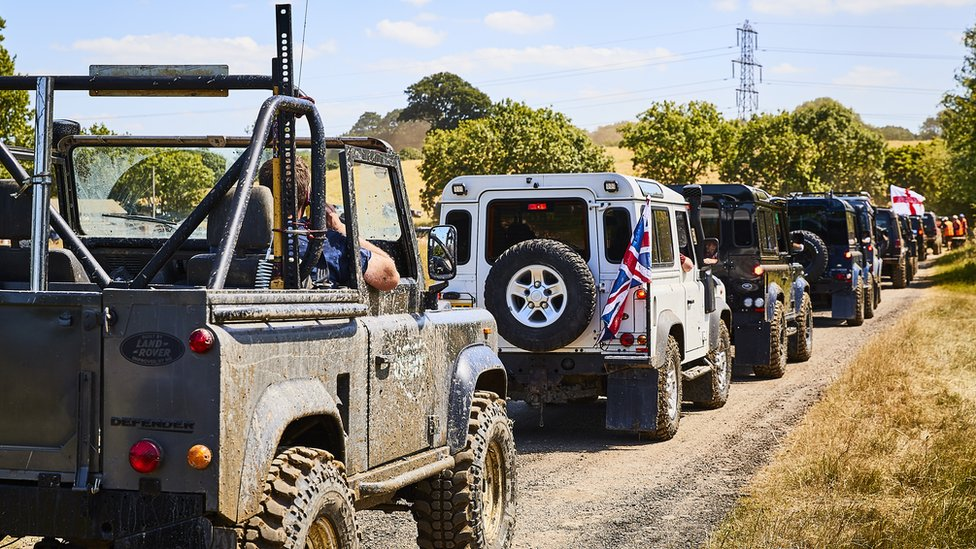 Largest Land Rover convoy record set in Northamptonshire