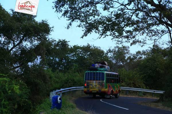 bus Larantuka - Maumere penuh bawaan