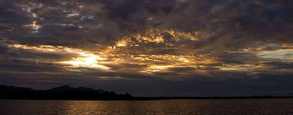 sunset di pulau majang