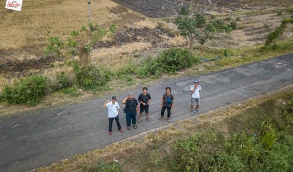 menerbangkan drone di papua