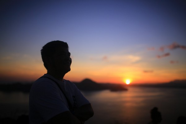 enjoy sunrise at padar