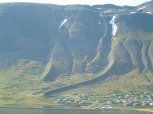 Siglufjordur-avalanche-6