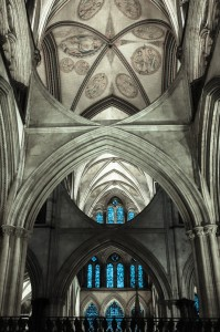 Unusual supporting beams in the transept