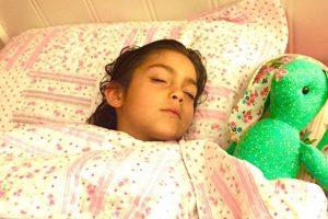 Por qué es importante que los niños duerman siesta