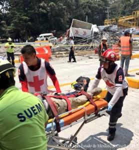 Autobús se estrella contra caseta; deja al menos 7 heridos