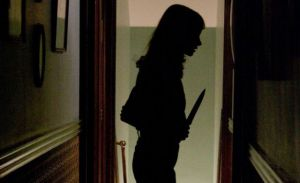 Mujer corta el pene de un hombre que intentaba violarla