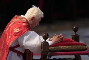 Pape-Benoit-XVI-un-Vendredi-Saint-sous-le-signe-des-familles_article_main