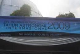 Peluncuran Prangko tahun Astronomi Internasional di Indonesia. Kredit : Nggieng