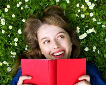 donna che legge libro