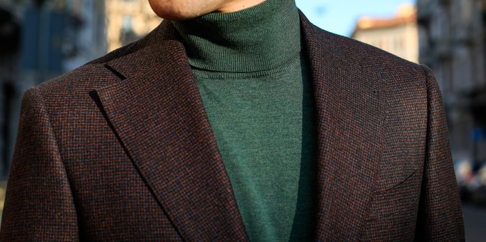 Details of a Lanieri tailored brown burgundy jacket with green turtleneck sweater