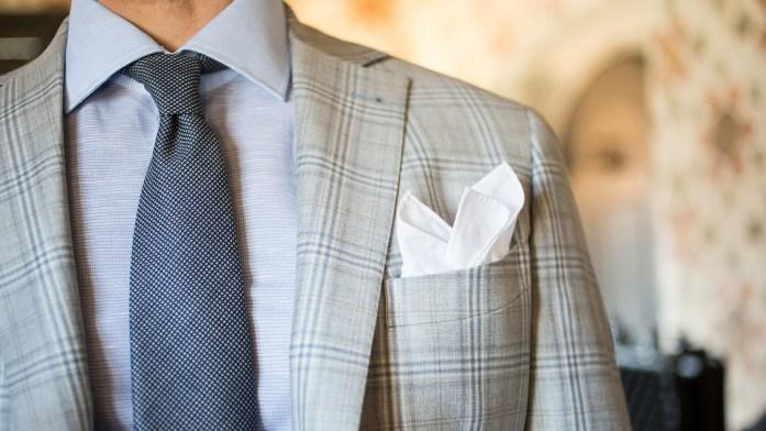 pochette costume blanche veste gris
