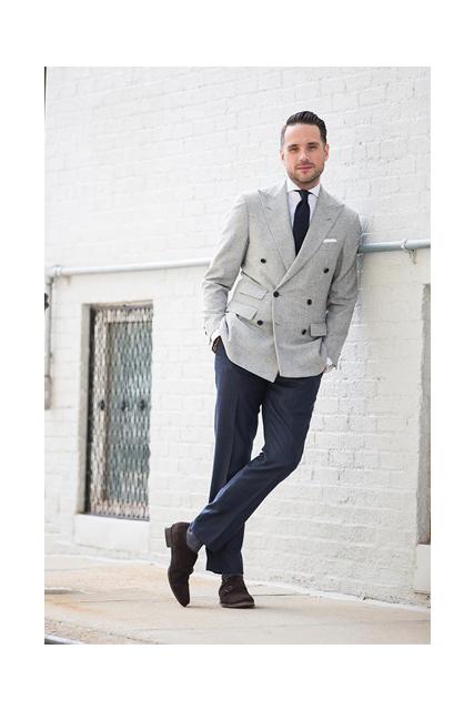 Abito spezzato uomo giacca blu pantalone beige