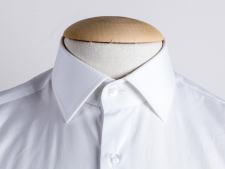 Straight point collar white shirt