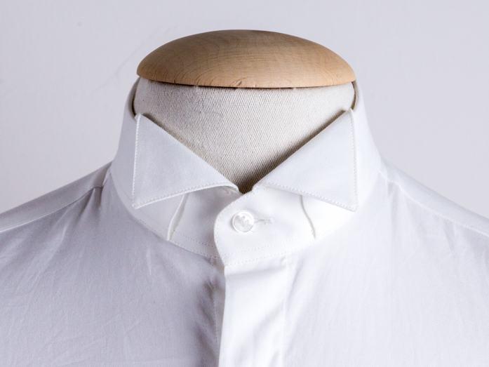 Col de chemise: le cassé, adapté aux smokings