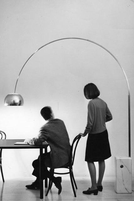 Pubblicità della lampada Arco