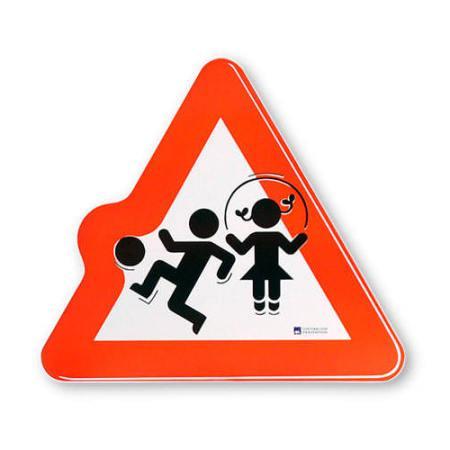 Attenzione: bambini che giocano per strada !