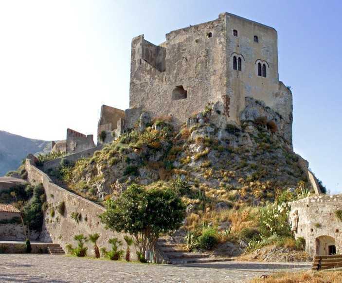 castello-di-scaletta-zanclea1