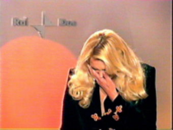 Alessandra Canale in lacrime durante il suo ultimo annuncio