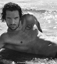 Foto di Leonardo Tumiotto mentre posa per il calendario Max