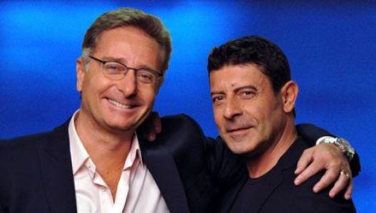 Foto di Paolo Bonolis e Luca Laurenti conduttori di Avanti un altro