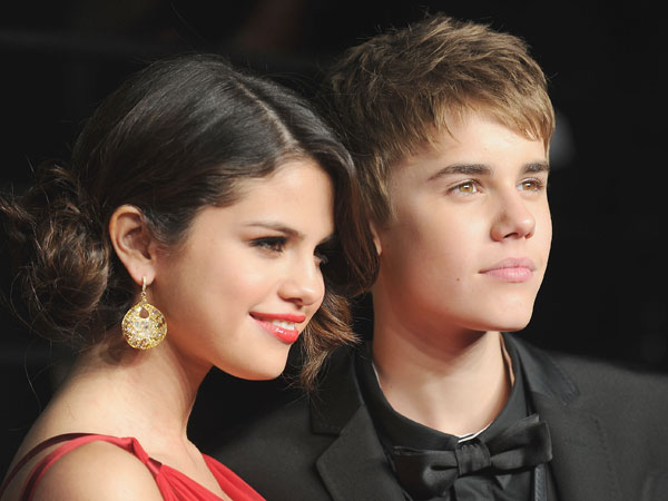 Selena Gomez presenta gli europe music awards 2011 mtv