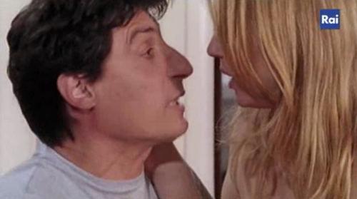 Foto di Emilio Solfrizzi in una scena con Antonia Liskova