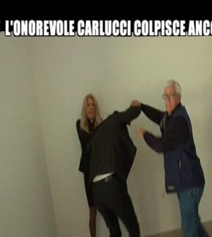 Gabriella Carlucci tira i capelli a Filippo Roma