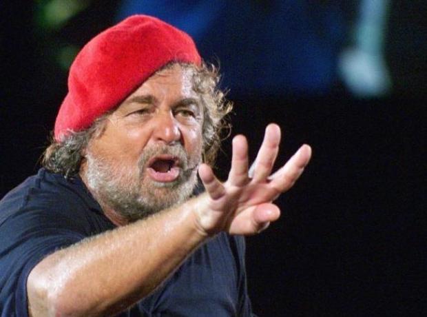 Beppe Grillo critica la tv ma è il secondo politico più presente