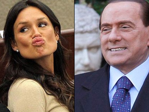 Nicole Minetti al telefono sulle feste di Silvio