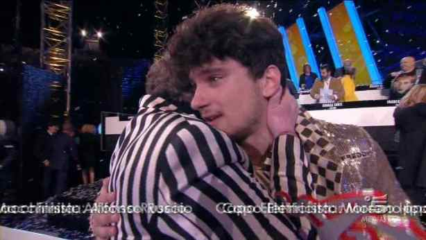 Amici 11 Gerardo abbraccia Mara Maionchi