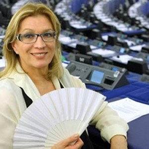 iva zanicchi europarlamentare ventaglio parla della tv italiana
