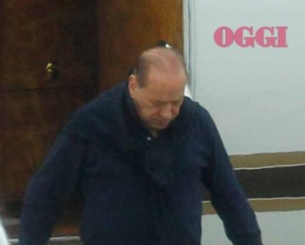 Berlusconi pelato in Sardegna: il Cavaliere è senza capelli